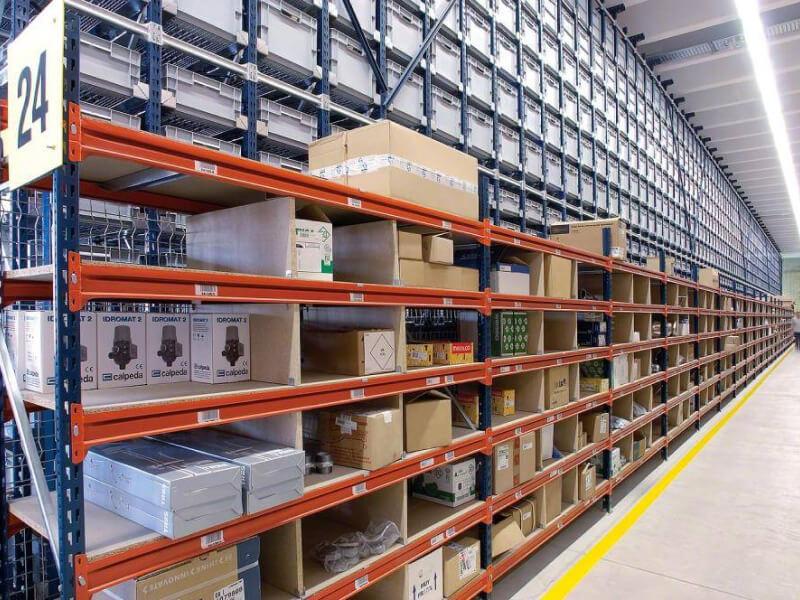M7 típusú polcos rendszer (longspan) - Optimális tárolási lehetőség közepes vagy nehéz súlyú készlet kezelésére